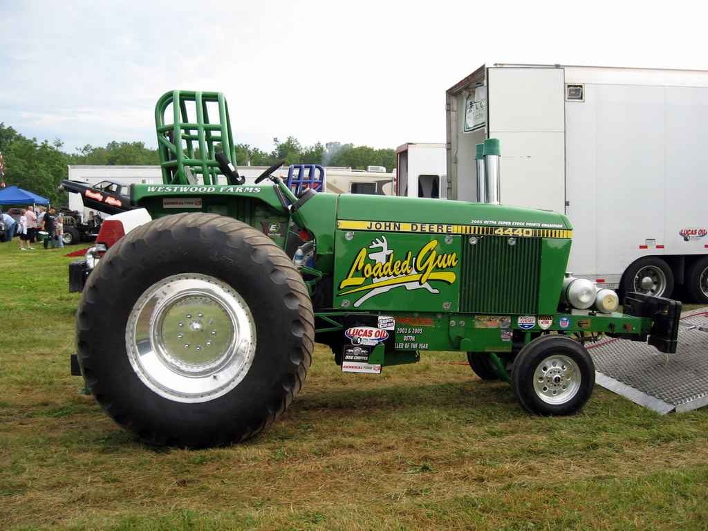 Tractor Pulling Tractor : Tractor fully loaded pulling team